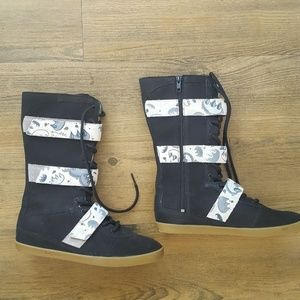 UGG Stellah Graffiti Claw Sneaker Boots Never Worn